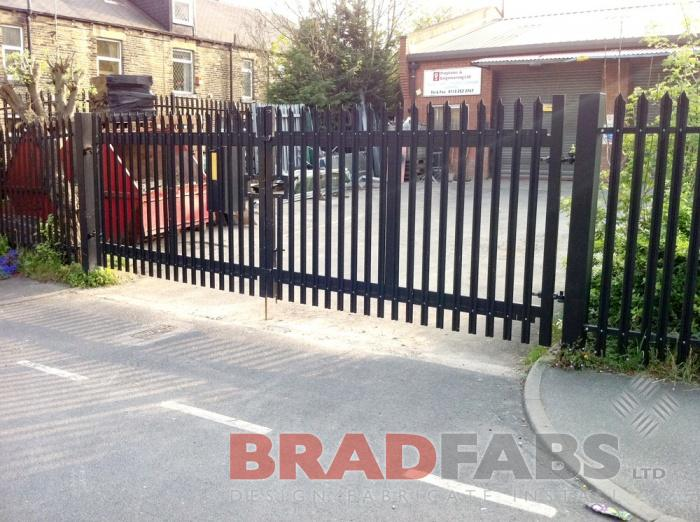 Galvanised, powder coated pailsade fencing by Bradfabs