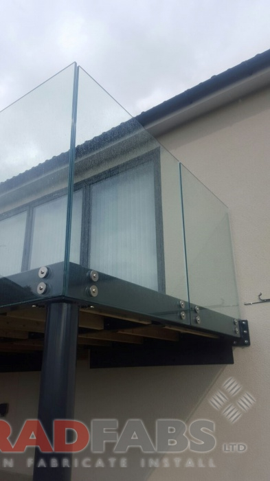 Floating glass effect balustrade