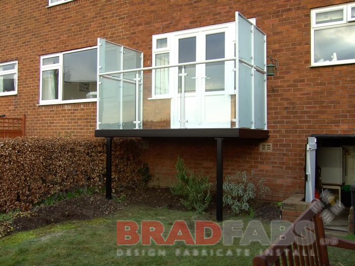 Steel Balcony with privacy screens