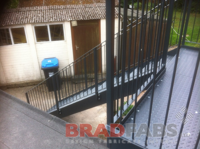 Vertical bar balustrade to comply with Building Regs