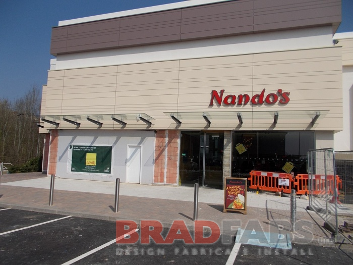 restaurant canopy installed by Bradfabs