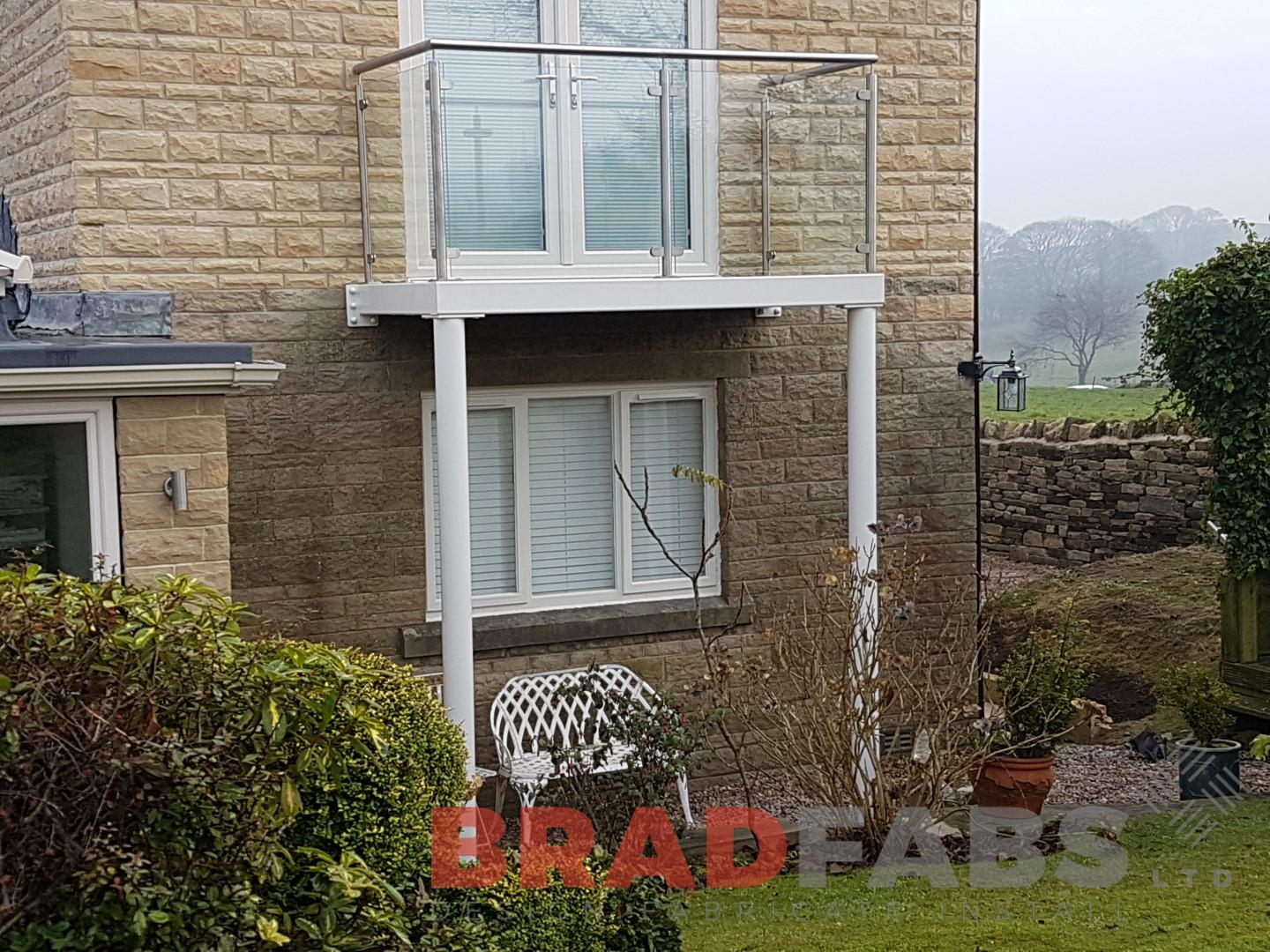 Garden Balcony with Stainless Steel and Glass Balustrade