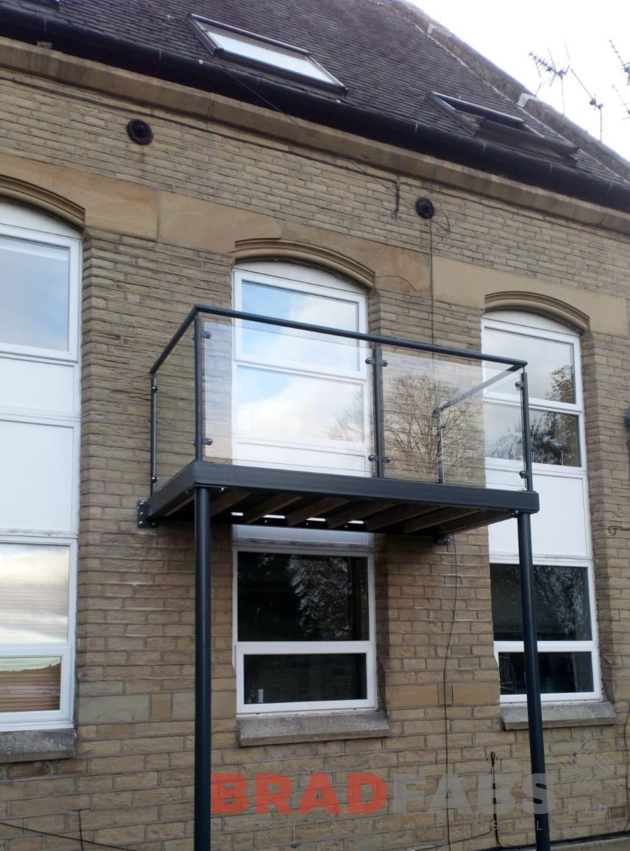 Balcony with legs, mild steel, powder coated, galvanised, glass balustrade