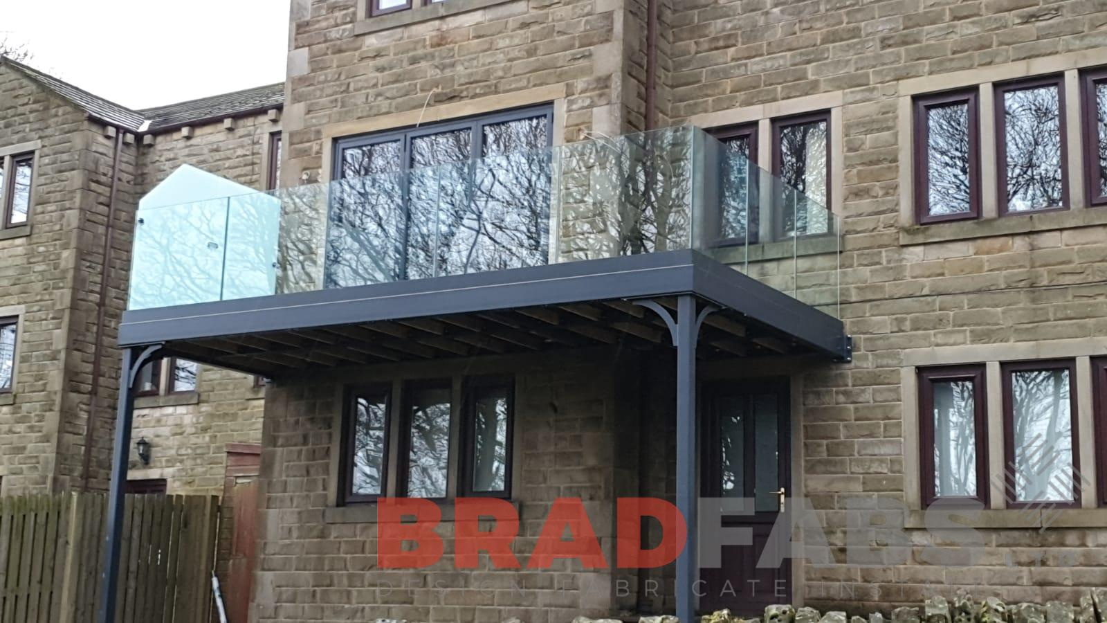 Bradfabs, channel system infinity glass balustrade with privacy screen to one side