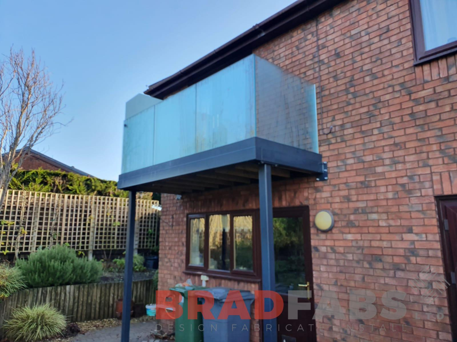 Bradfabs, bespoke balcony, channel system balustrade, infinity glass balustrade, privacy screen balustrade, composite decking