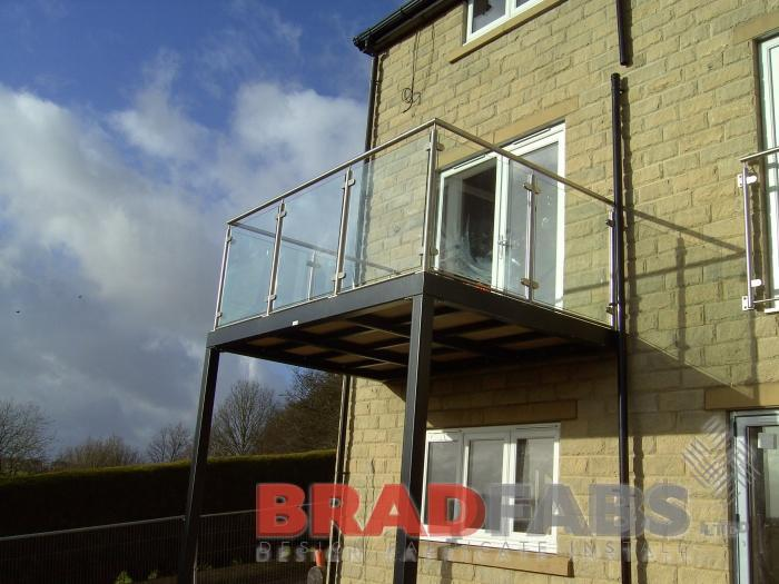 Beautiful balcony by Bradfabs, with stainless steel balustrade and glass infill panels