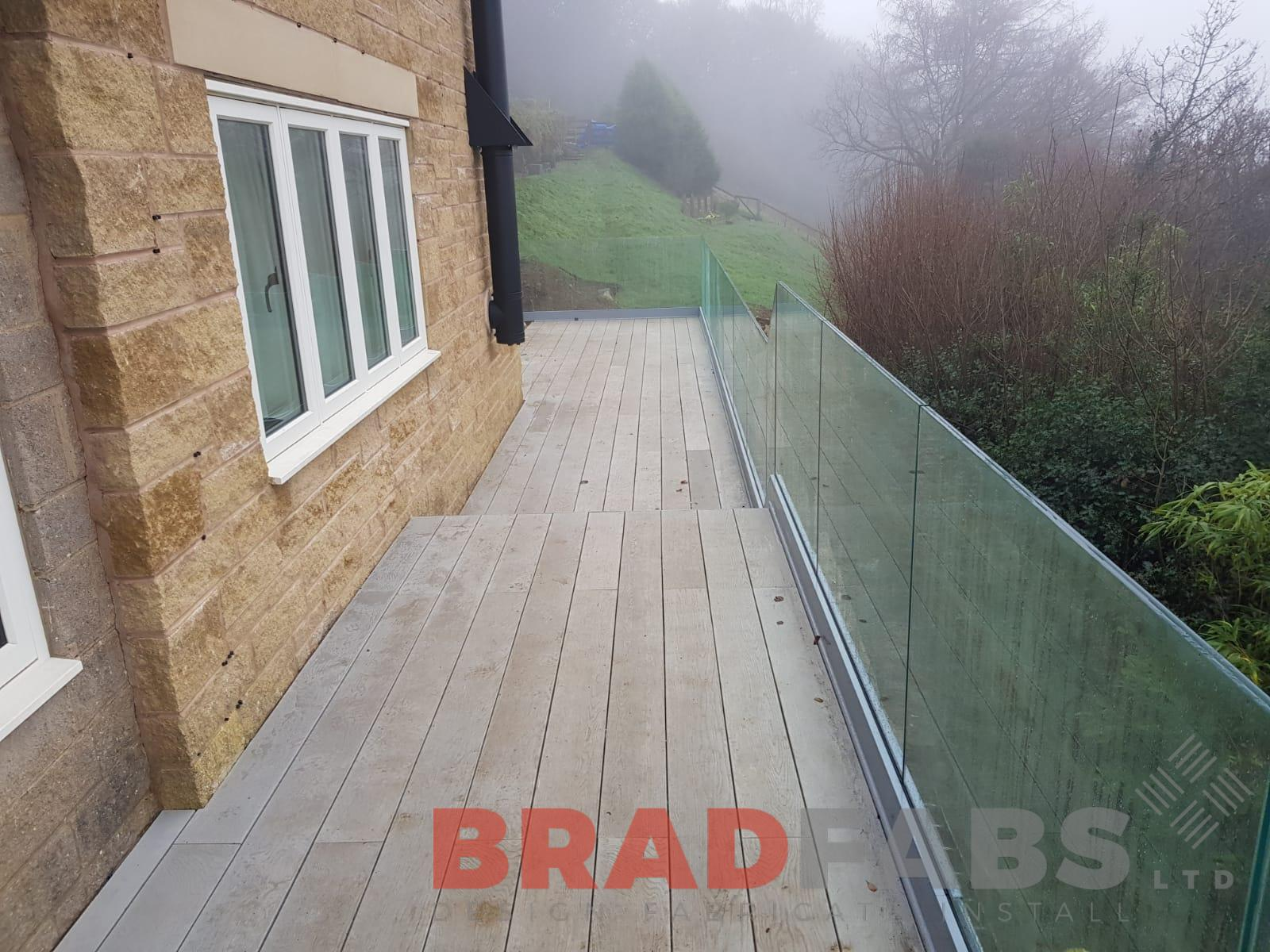 Beautiful modern milboard decking inifity glass balustrade on a lovely large balconly excellent professional finish