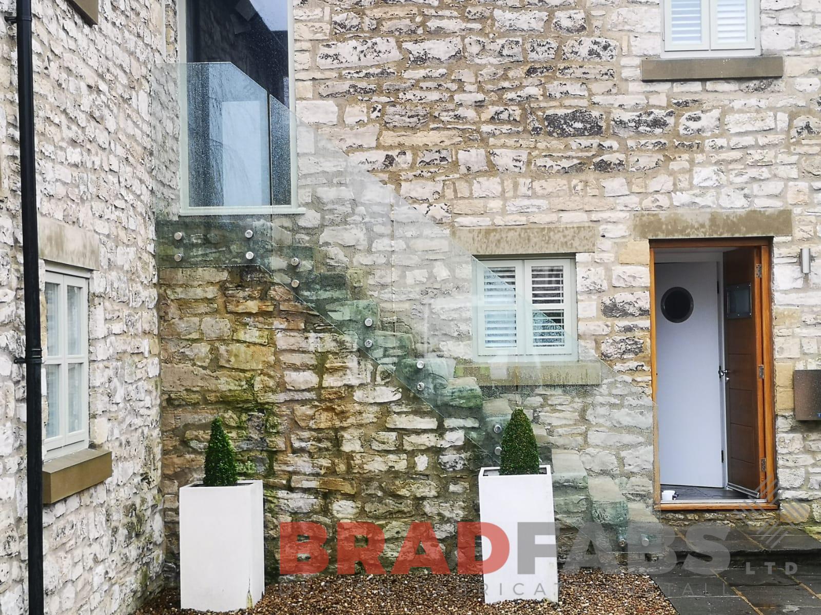 bespoke 17.5 mm laminated glass balustrade for external domestic property stone steps by Bradfabs Ltd