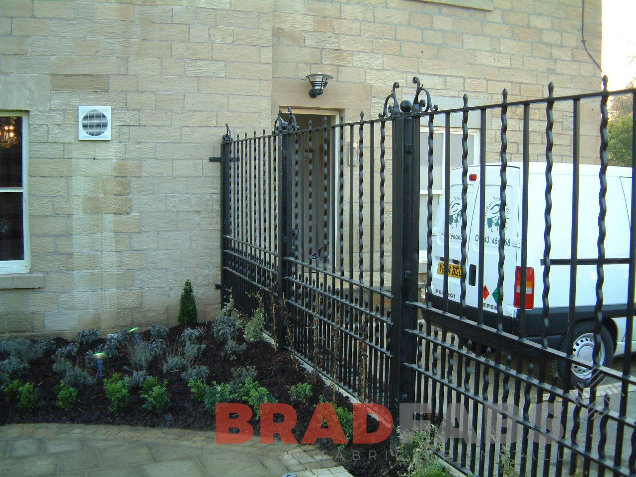 Vertical bar decorative gates, manufactured in mild steel, galvanised and powder coated by Bradfabs