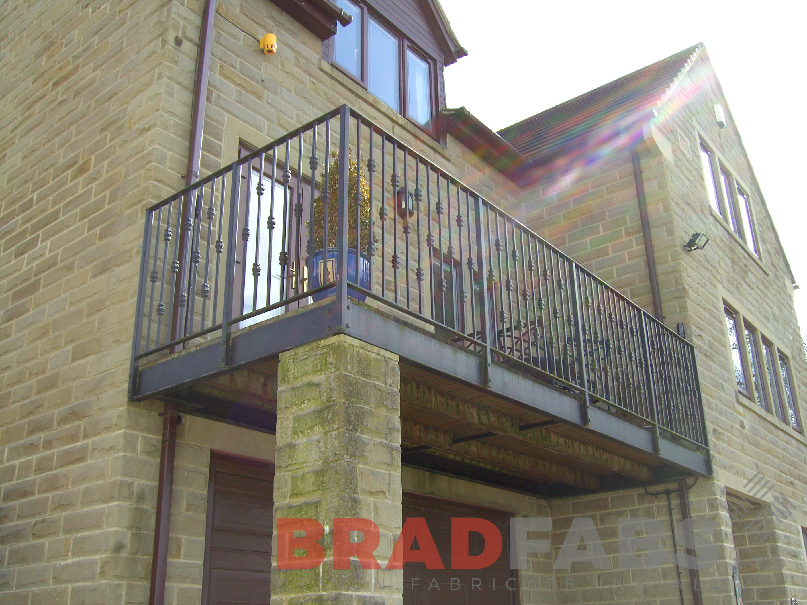 Before image of domestic property balcony with decorative balustrade