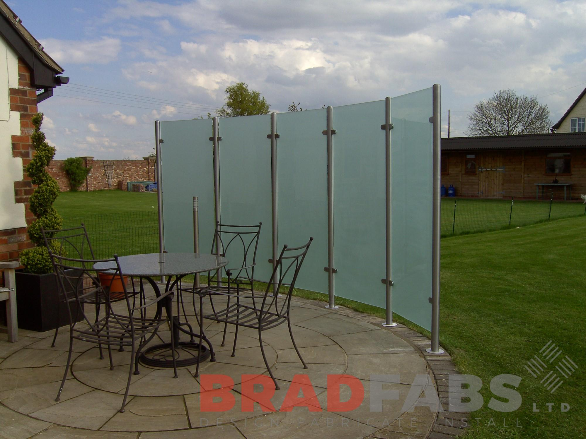 privacy screens fabricated in bradford, frosted glass screens manufactured by bradfabs