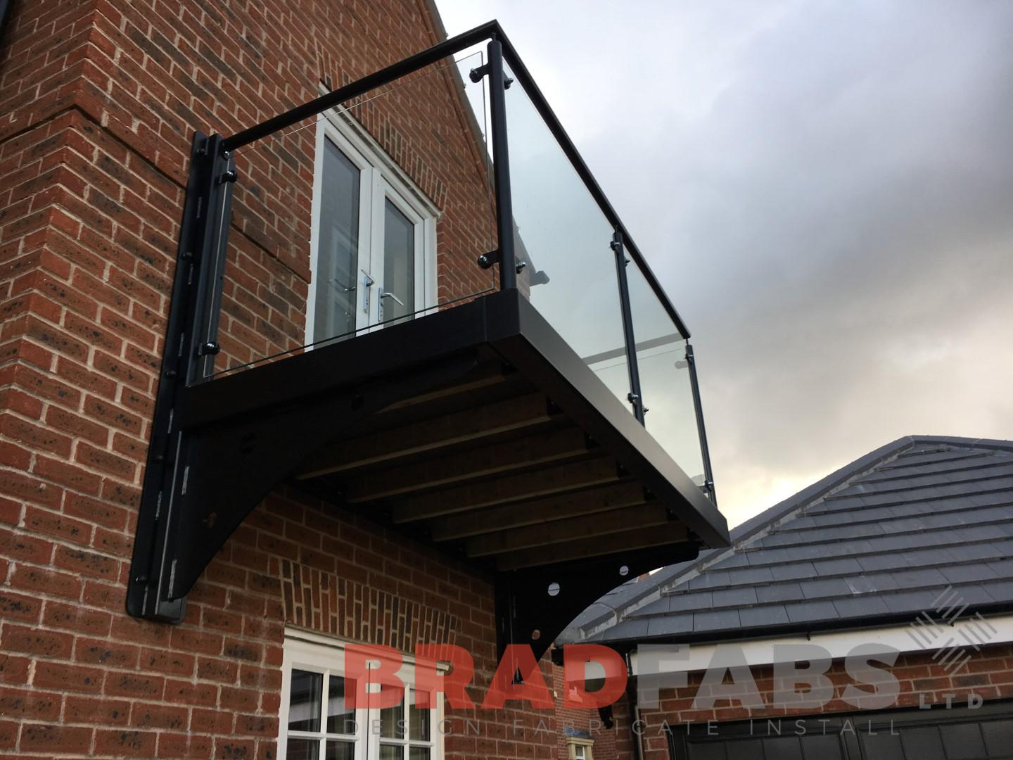 Cantilevered balcony with glass balustrade