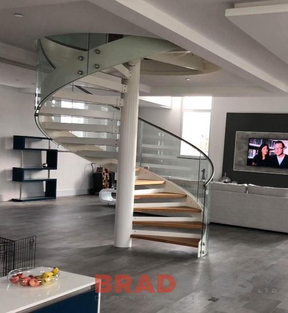 Stunning curved glass domestic spiral staircase by Bradfabs