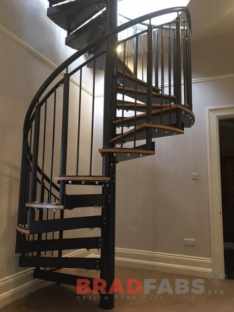 Spiral staircase with vertical bar balustrade